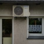 Klimagerät an der Hauswand